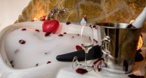 Escapada Sierra de Cazorla con bienvenidas romanticas. Casa rural con jacuzzi en la habitacion