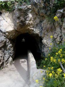Entrada hacia una maravilla natural, cueva del agua, Quesada