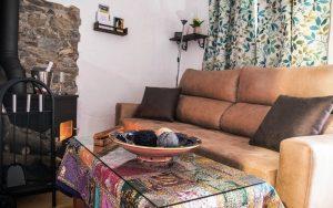 Salon con chimenea Cazorla Rural Guadalquivir