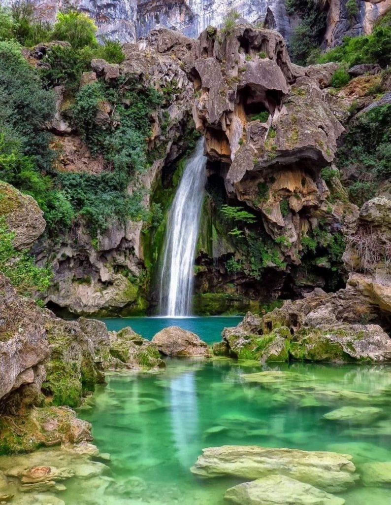 cascadas naturales en sierras de cazorla. Cascada Rio Borosa