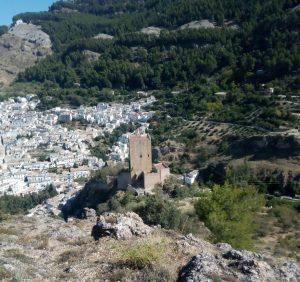 castillo de la yedra desde la ruta circular del rio cerezuelo en sierra cazorla